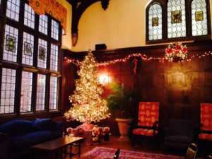 great-hall-christmas-tree-for-dorothees-blog